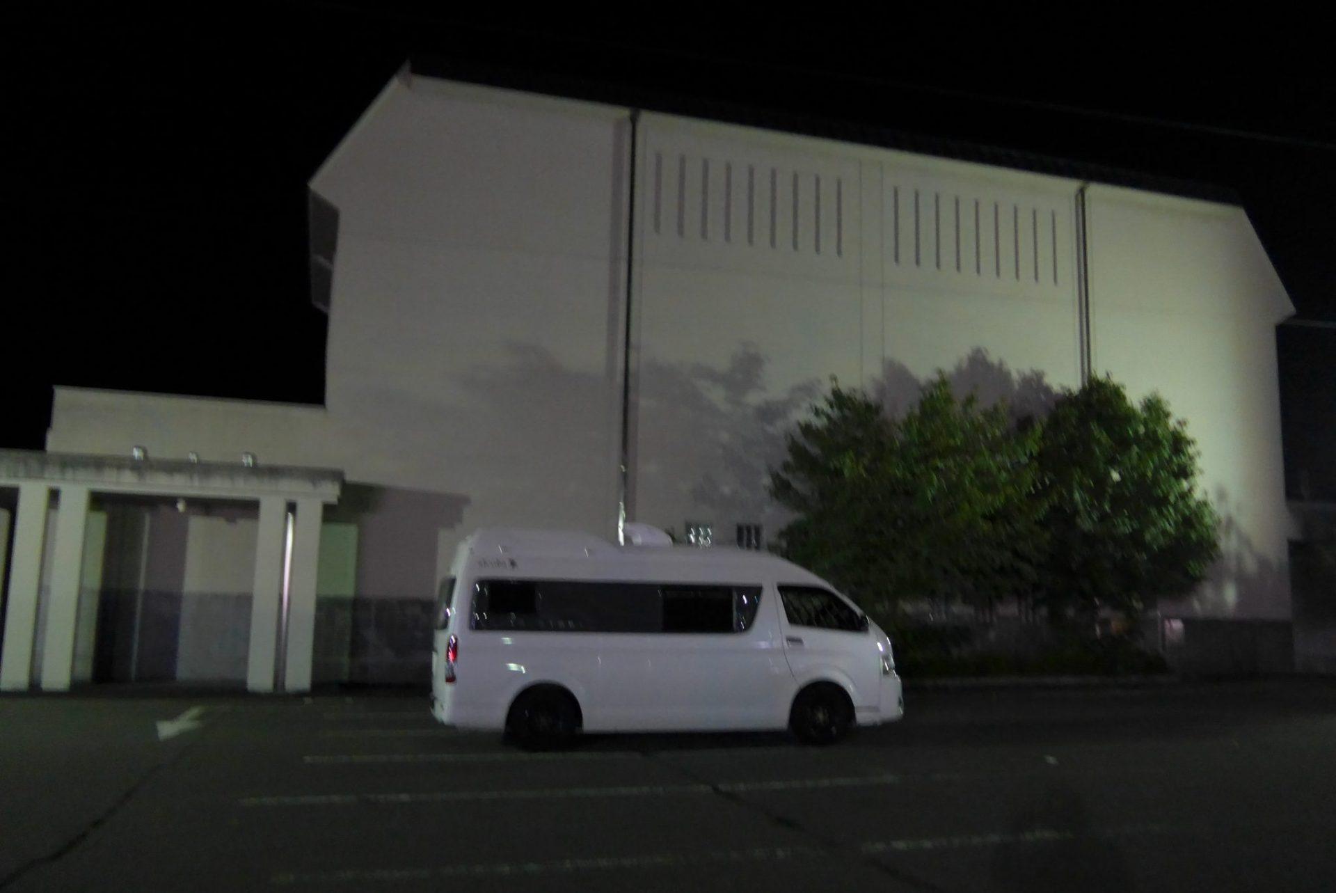 (K)道の駅くつき新本陣の車中泊〜平坦駐車場とコンビニが魅力〜