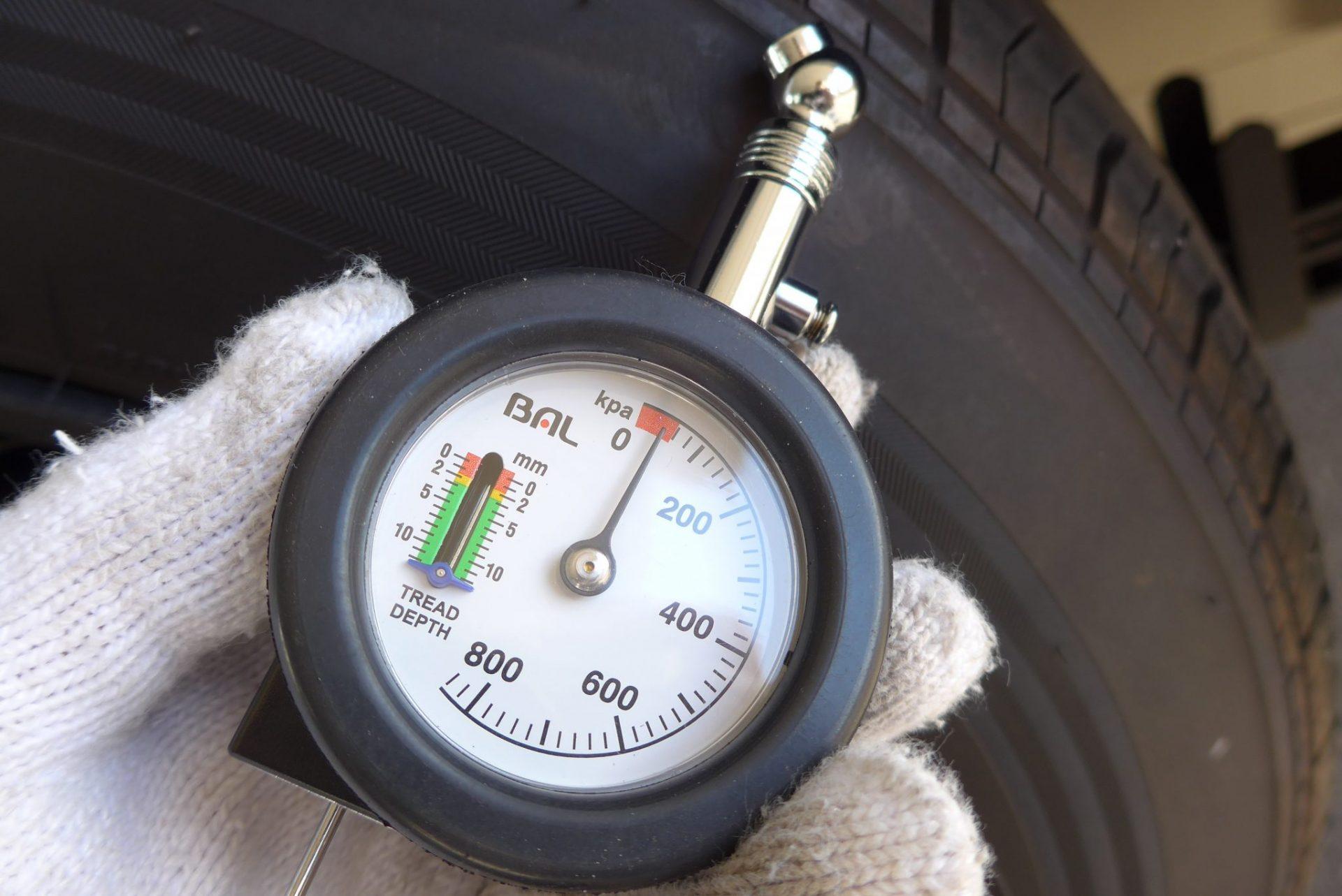 (K)ハイエースのタイヤ溝を測定して交換時期を予想!残り3mmで