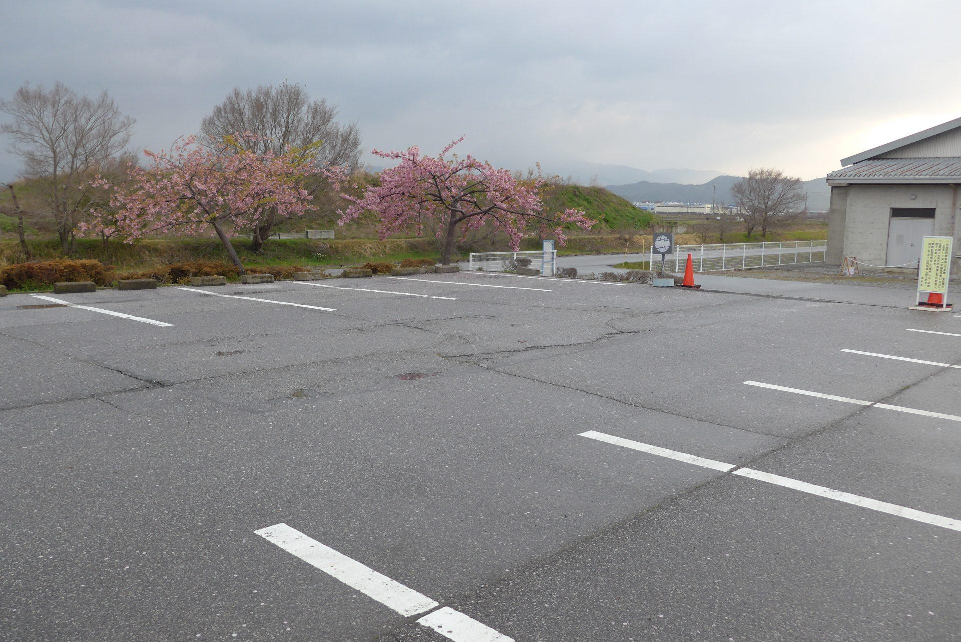 (K)道の駅近江母の郷の車中泊〜清潔トイレ好感!第2駐車場が静か