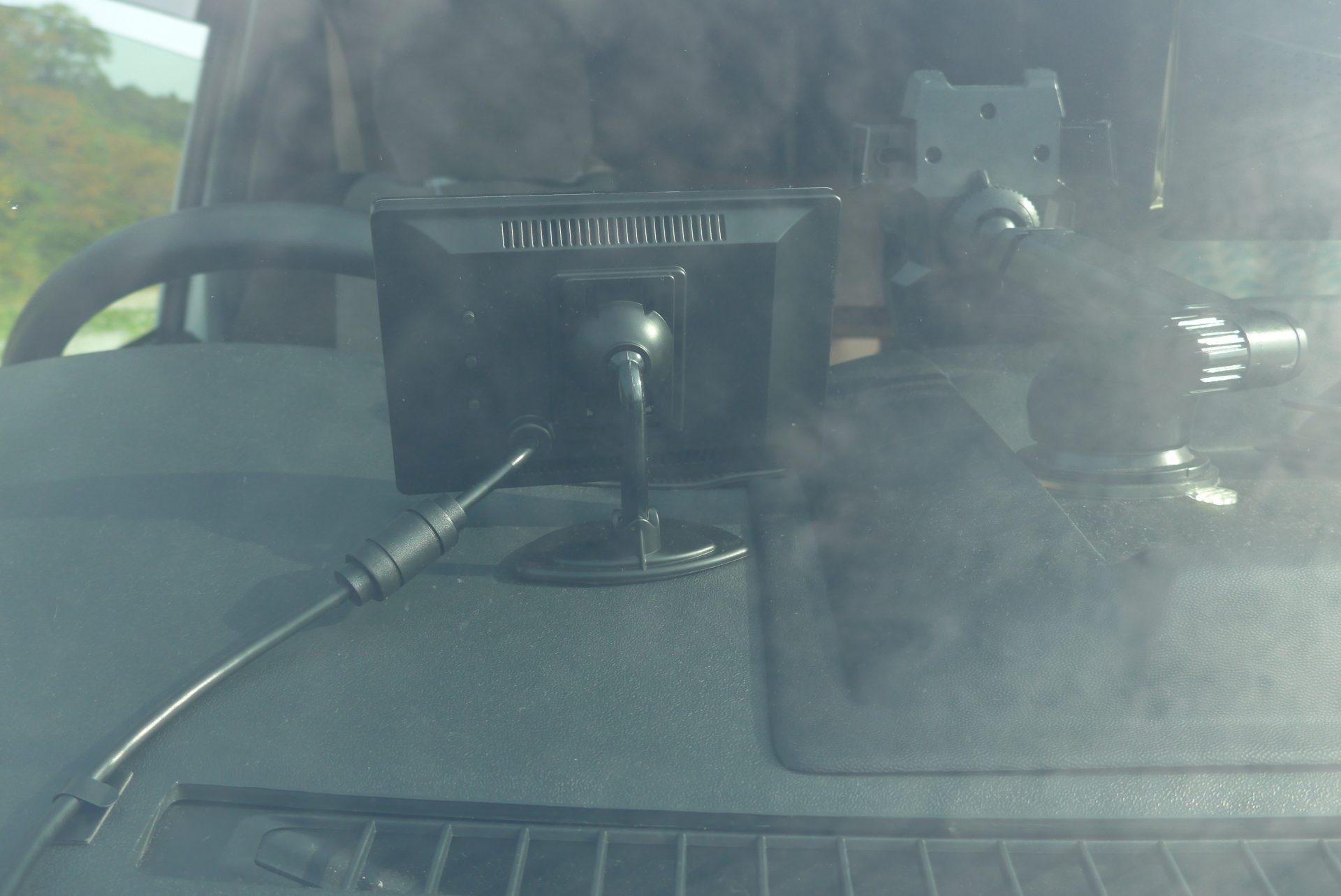 (K)ハイエースにバックカメラ&モニターを取付!便利で安全だった
